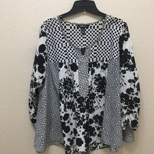 Women's Style&co. - Medium- Black and White Blouse